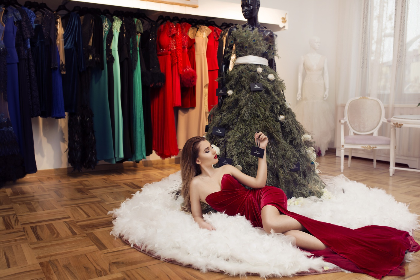 Cristallini, Christmas, CONTEST, GIVEAWAY, Luana Codreanu, blog, blogger, fashion blog, fashion blogger, style, style blogger, hairstyle, makeup, ootd, outfit, street style, AW2015, trends, fashion, Talmaciu Claudiu, Andra Preda, make-up artist, photographer, red velvet dress.