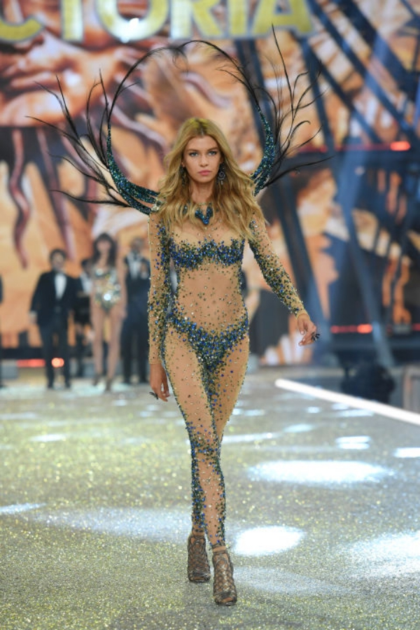 Last Minute Couture, Luana Codreanu, Victoria's Secret, 2016, Paris, Luxury, Lingerie, silk, Kylie Jenner, Gigi Hadid, Bella Hadid, new collection, fashion show, models, runway, beauty