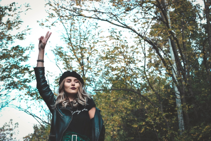 Luana Codreanu, Last Minute Couture, blog, blogger, fashion blog, fashion blogger, outfit, outfit inspiration, Jord Jord Watches, Wood Watch, Giveaway, inspiration, style, street style, fall trends, autumn, leather, high waist, green, lace, leather jacket, blonde, model, lifestyle