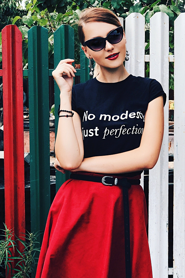 last minute couture, T-Shirt, cool, style, ootd, outfit, trends, popular, teen, squad, outfit, model, what to wear, buy your t-shirt, fashion week, street style, influencer, fashion blogger