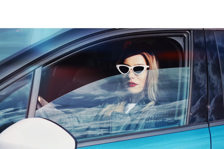 Citroen, Citroen C3, Luana Codreanu, Last Minute Couture, outfit, driving experience, Citroen Romania, Noul Citroen C3, street style, blue jumpsuit, leather jacket, blonde, le specs sunglasses